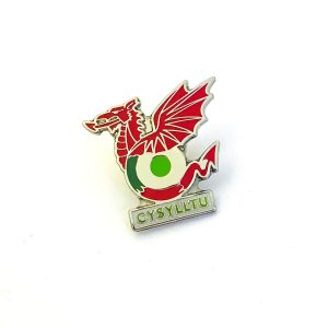 Cysylltu metal badge with red dragon on