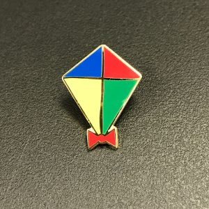 Kite pin badge with red, blue, green and yellow